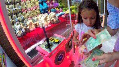 ЧЕЛЛЕНДЖ Достань Мягкую Игрушку из Автомата в Дубаи Проверяем Дубайские Игровые Автоматы // Вики Шоу