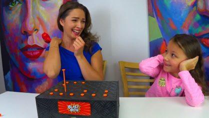 Новый BLAST BOX CHALLENGE Челлендж Взрывная Коробочка Вика Против Родителей // Вики Шоу