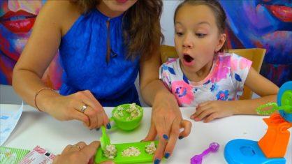 Мини МАРШМЕЛЛОУ ЧЕЛЛЕНДЖ CHALLENGE Yummy Nummies Marshmallow Treats /// Вики Шоу