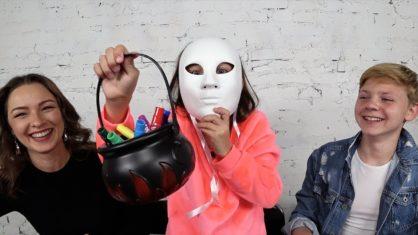 3 МАРКЕРА Маски на Хеллоуин ЧЕЛЛЕНДЖ Розыгрыш Прохожих Кто Страшнее /// Вики Шоу